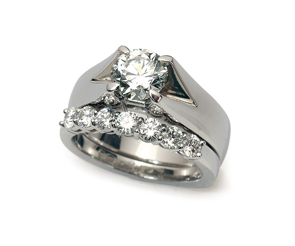 Round Brilliant Engagement Ring and Wedding Band