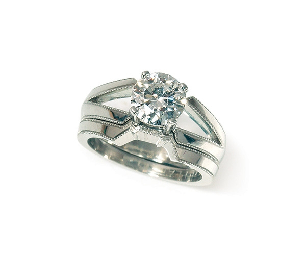 Round Brilliant Solitaire and Wedding Band